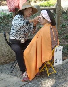伝統的な糸を使った脱毛法